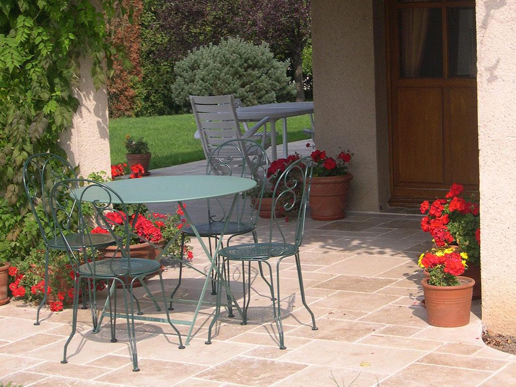 Aménagement de terrasse en pierre de Bourgogne