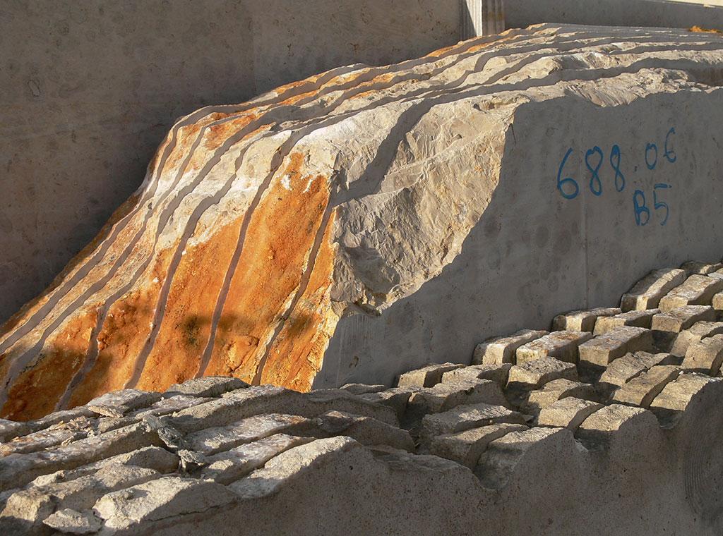 Natural stone Comblanchien