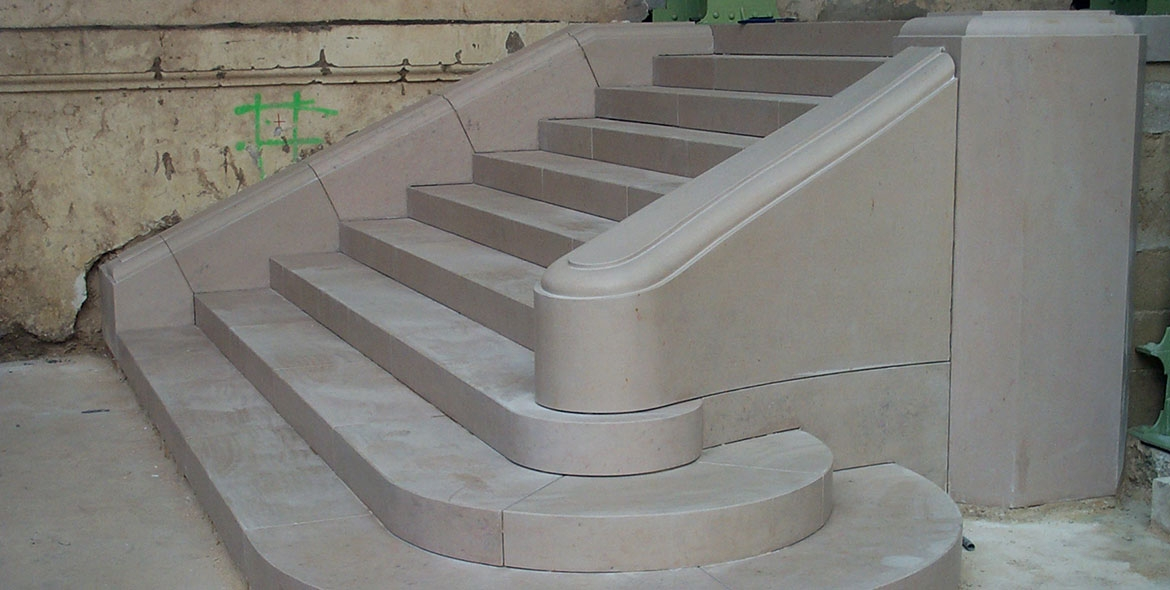 Massive stair made with Comblanchien