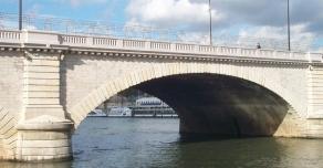 Balusters at the Pont de Tolbiac in Paris