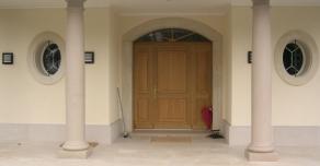 Entrance column in Comblanchien