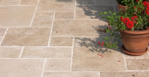 Terrace flooring made with Lanvignes